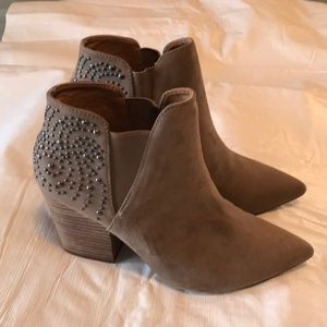 Studded beige suede pointed booties - brand new